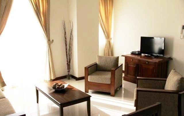 3 Br Elegant Condo Apartment (sleeps 6) in H R Residencies, Col. 5 - Colombo 5